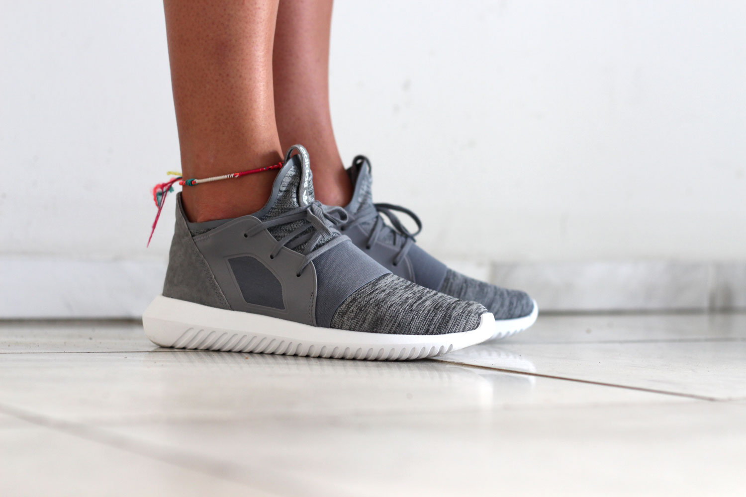 adidas tubular defiant w grey sapato sneakerstore. Black Bedroom Furniture Sets. Home Design Ideas